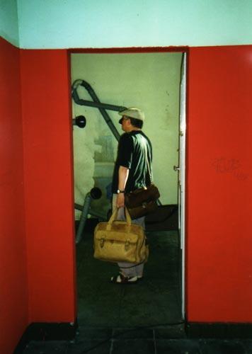 Kunstsommer2001 Gruppenausstellung im Wartehäuschen Gleis 3/55